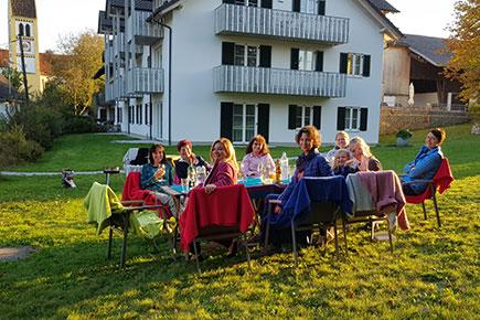 Seminargruppe im Garten